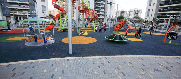 משטחי בטיחות לפארקים