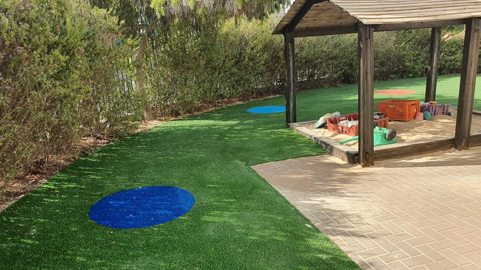 דשא סינטטי ומשטחי בטיחות בגני ילדים